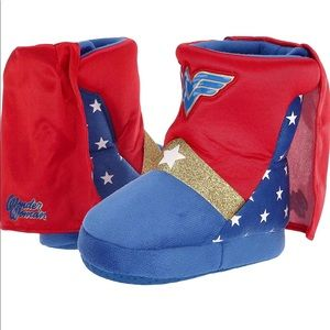Other - ❤️9/10 Wonderwoman NWT slippers for girls!
